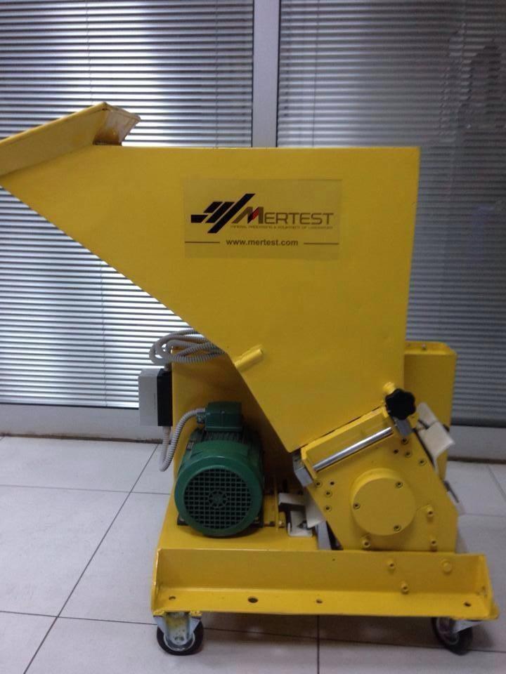 Laboratory Type Blade Crusher LB 260